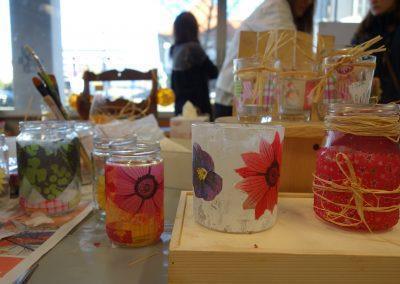 Ropotarnica - delavnica - Snaga - recikliranje - študenti - kozarci - rože