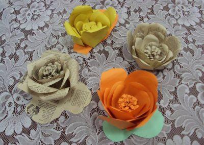 Ropotarnica - recikliranje - delavnica -papir - cvetje3